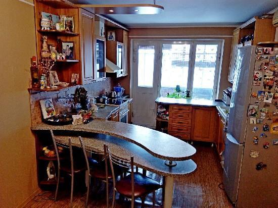 Продажа 4-комнатной квартиры, г. Тольятти, Баумана б-р  6